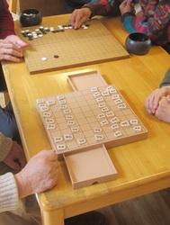 あっちで囲碁。こっちで将棋。